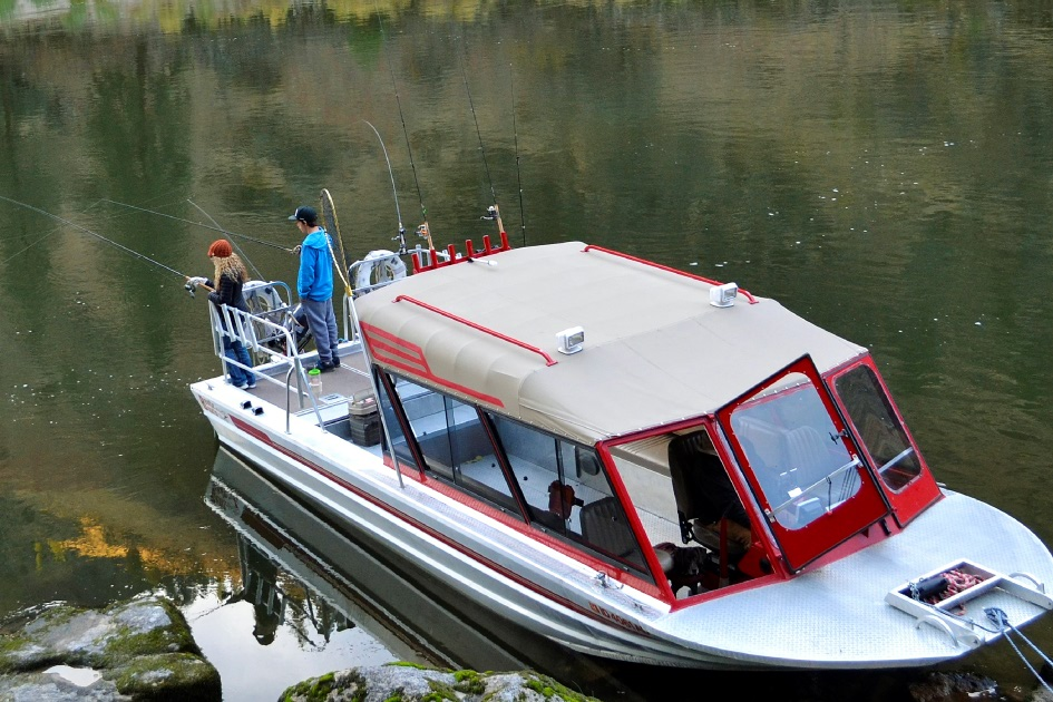 Idaho 39 s premier fishing lodge at mackay bar idaho for Best river fishing boat