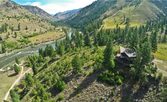 Mackay Bar Steelhead fishing and lodging
